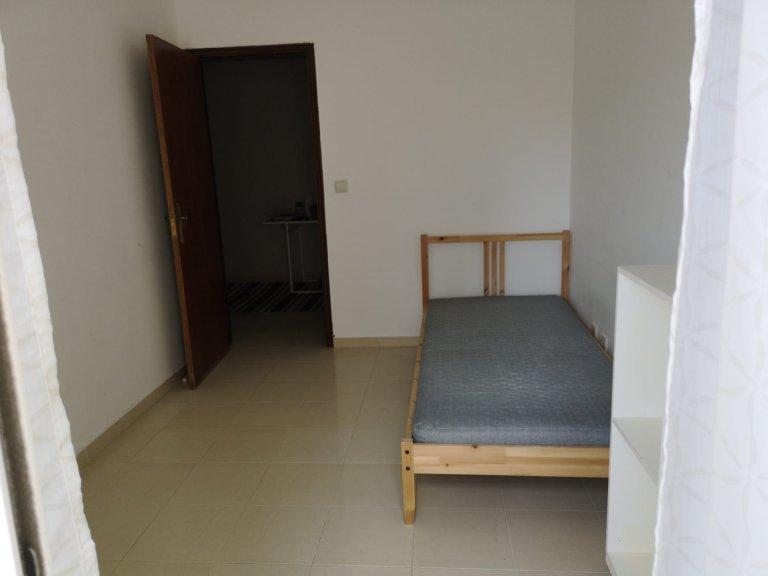 Pokój do wynajęcia w apartamencie z 2 sypialniami w Alcântara w Lizbonie