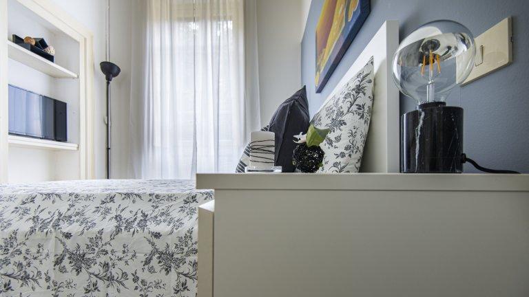 Quarto para alugar em apartamento de 2 quartos em Porta Romana, Milão