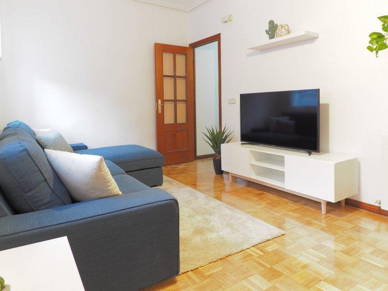 Comfy 3-bedroom apartment for rent in Salamanca, Madrid