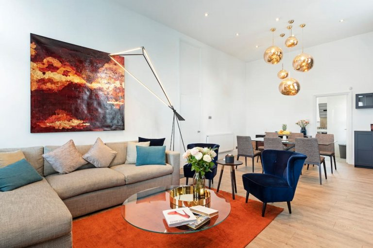 Suave 3-bedroom flat to rent in Fitzrovia, London