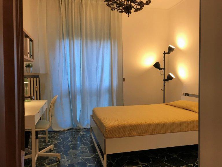 Quarto compartilhado em apartamento de 4 quartos em De Angeli, Milão