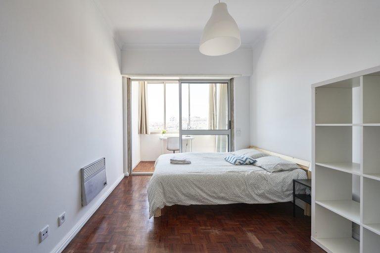 Quarto em apartamento em São Domingos de Benfica, Lisboa