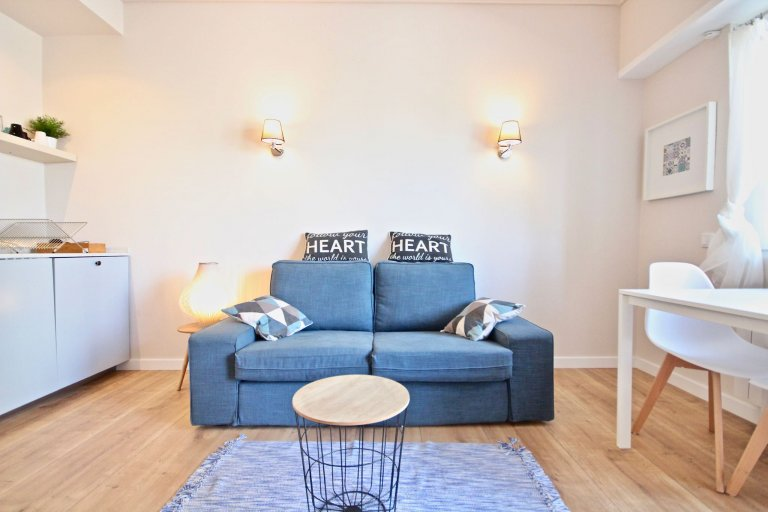Modern 1-bedroom apartment for rent in Santo António, Lisbon