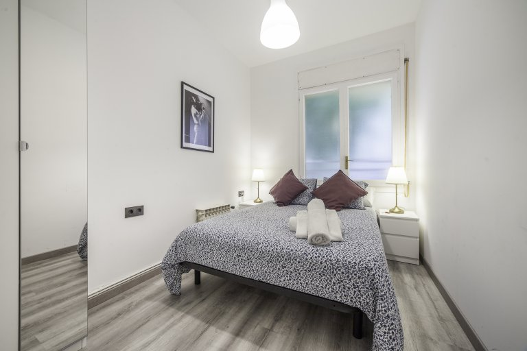 Stilvolles Zimmer zur Miete in einer 6-Zimmer-Wohnung in L'Esquerra