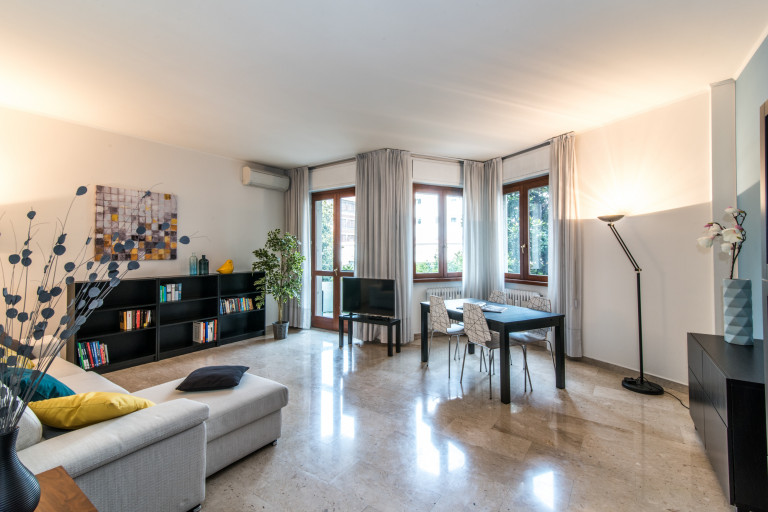 Spacious 3-bedroom apartment for rent in Washington, Milan