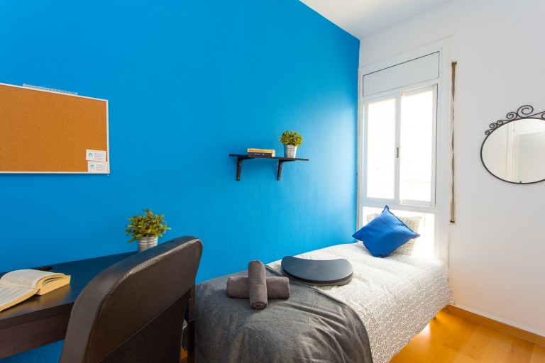 Great room in shared apartment in Eixample, Barcelona