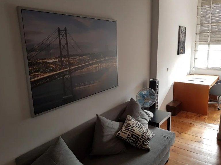 Apartamento de 3 dormitorios en alquiler en Ajuda, Lisboa