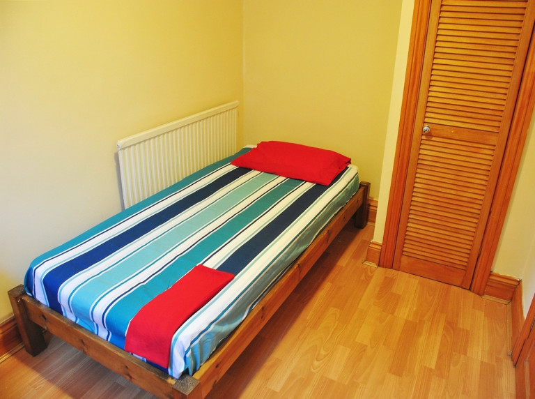 Bedroom 1 - single bed