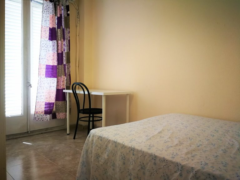 Chambre à louer dans un appartement de 6 chambres à Sants, Barcelone