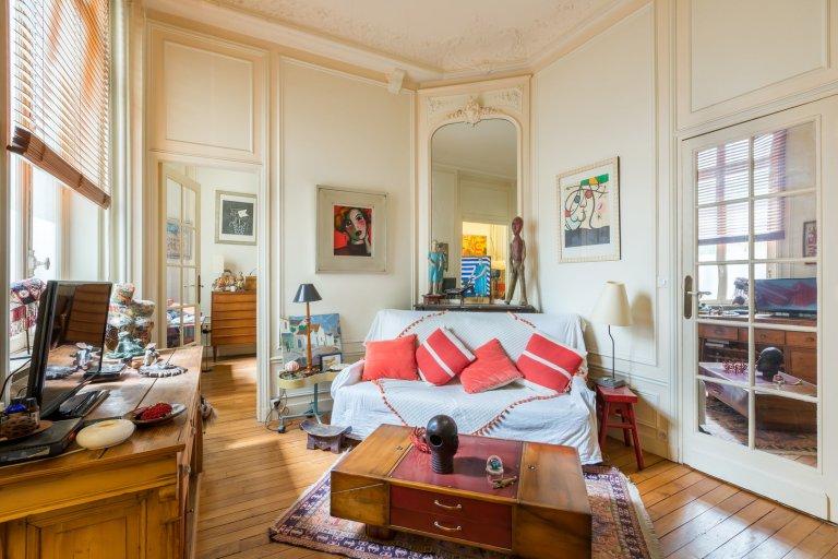 Grand 2 pièces à louer dans le 17e arrondissement