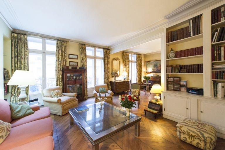 Sleek 2-bedroom apartment for rent in Odéon, Paris