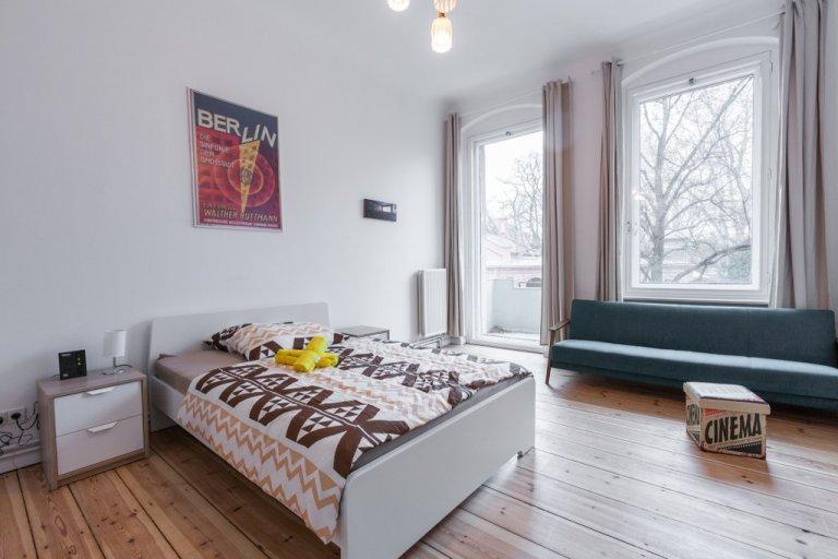 Bom apartamento de 2 quartos para alugar em Neukölln, Berlim