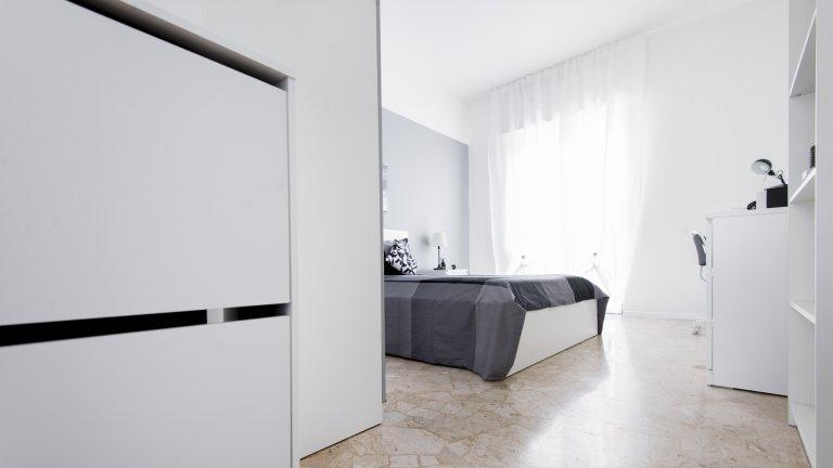 Se alquila habitación en piso, 4 habitaciones, Sesto San Giovannni