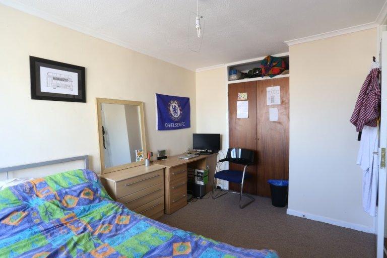 Quarto luminoso em apartamento de 3 quartos em Tower Hamlets, Londres