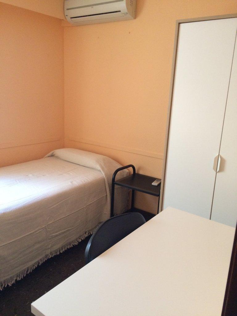 Chambre meublée, appartement de 4 chambres à Benimaclet, Valence