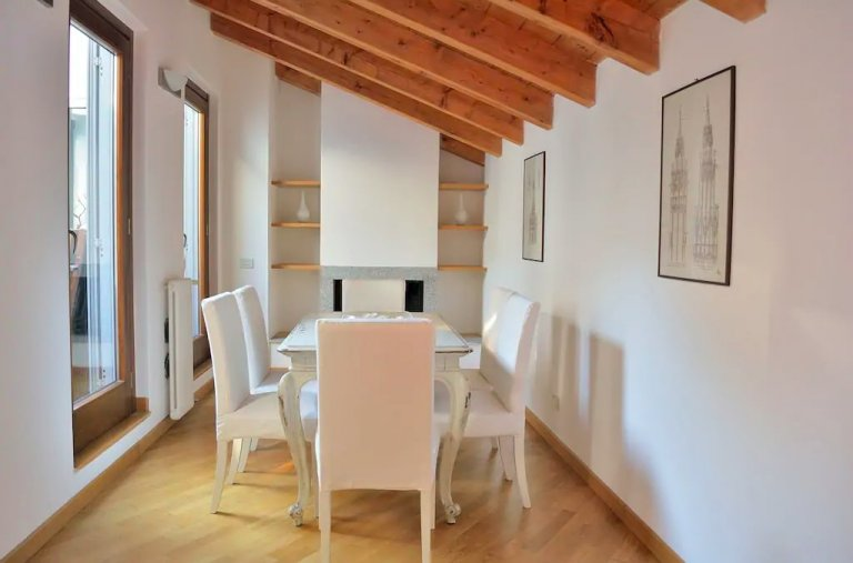 Charming 2-bedroom for rent in Centro, Milan