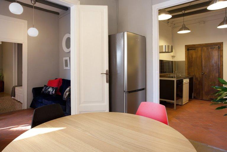 Apartamento de 4 dormitorios en alquiler en Barri Gòtic, Barcelona