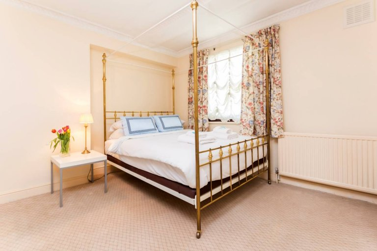 3-bedroom flat to rent in Bayswater, London
