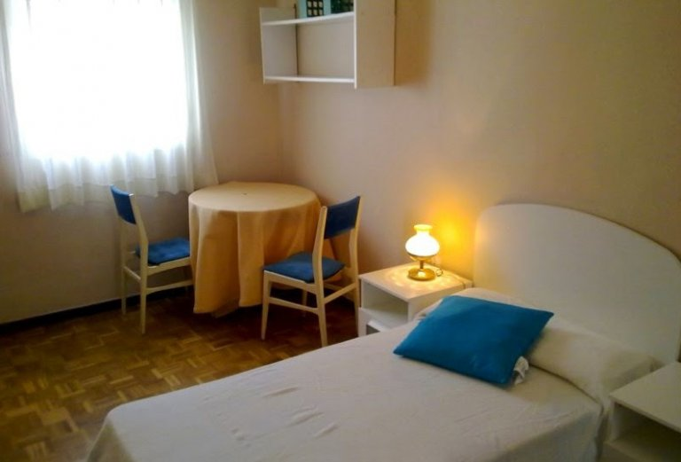 Interior bedroom 1 with single bed