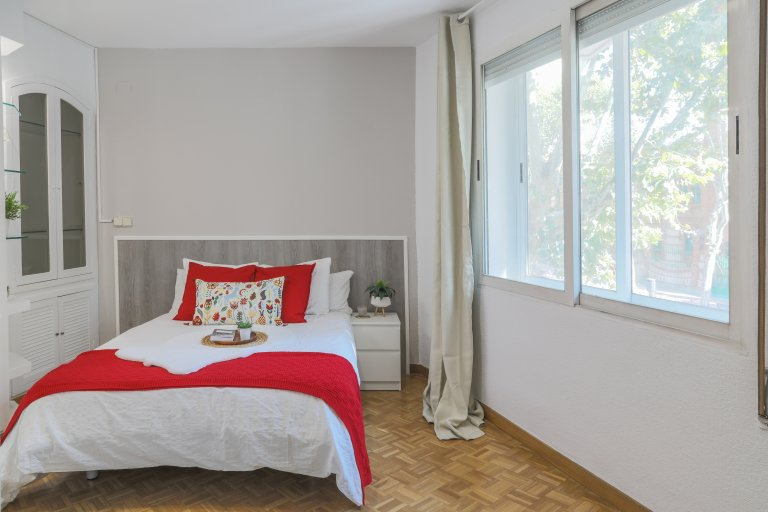 Bright room for rent in Delicias, Madrid