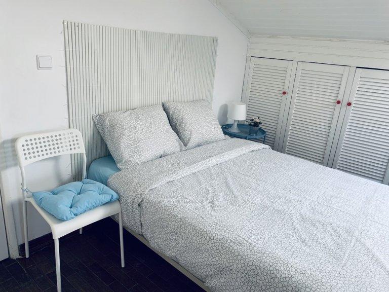 Room in 6-bedroom apartment in Restelo, Lisbon