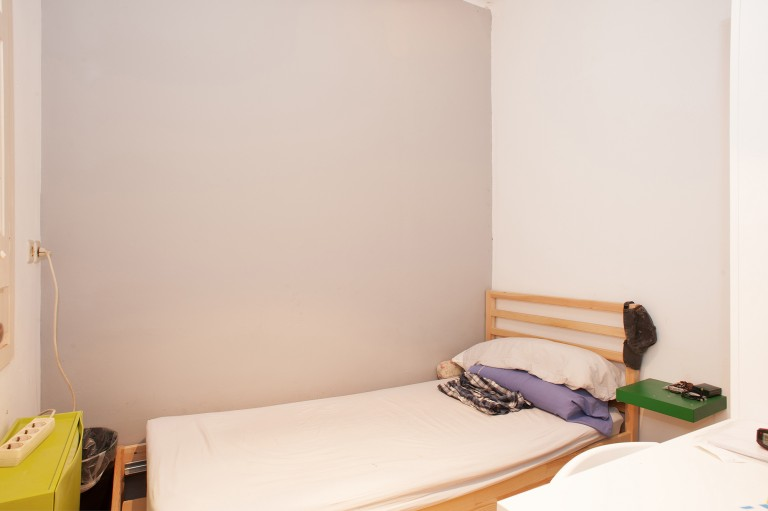 Single Bed in Rooms for rent in 5-bedroom apartment in Sants