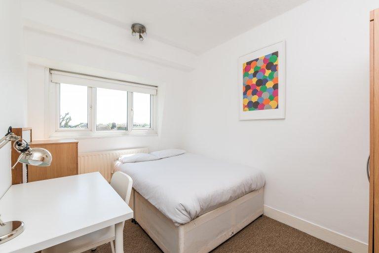 Pokój do wynajęcia w 5-pokojowym mieszkaniu w Southfields, Londyn