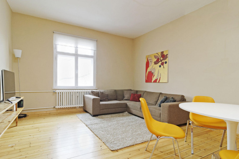 Sunny 3-bedroom apartment with balcony for rent near U-Bahn station in Wedding, Berlin