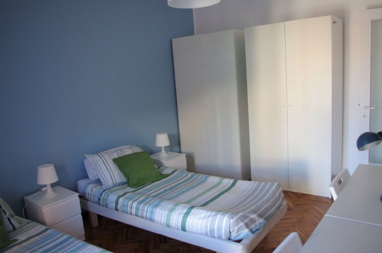 Beds for rent in shared room, 1-bedroom apartment in Zara