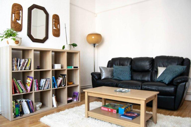 3-bedroom flat for rent in Lower Holloway, Islington, London
