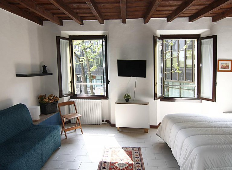 Lovely studio apartment for rent in Isola, Milan