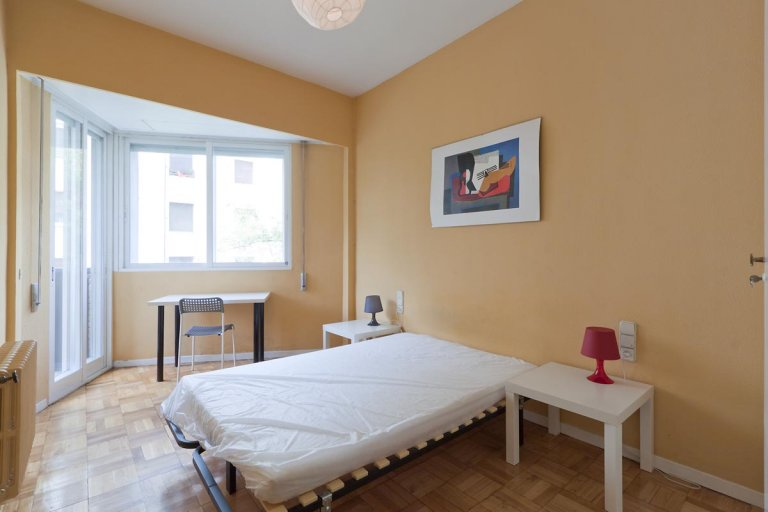 Double Bed in Rooms for rent in a cosy 5-bedroom apartment in Arguelles