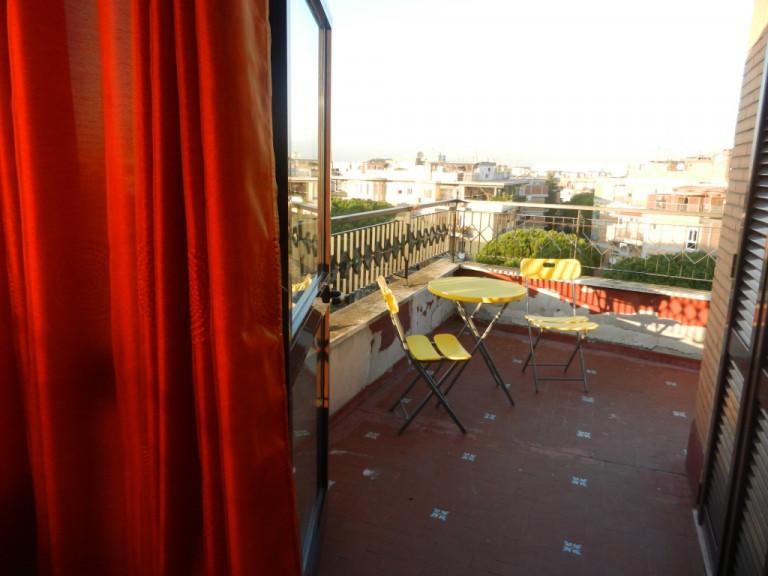 Appartamento con 1 camera da letto e terrazza in affitto a Ostia, Roma