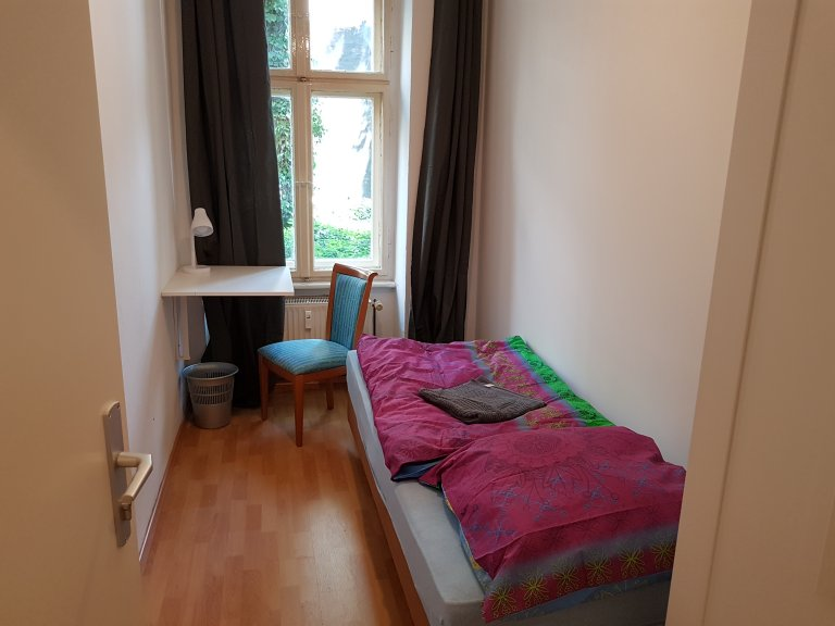 Zimmer zu vermieten in 3-Zimmer-Wohnung in Neukölln