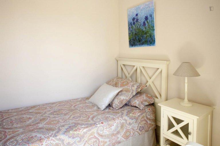 Room for rent in 7-bedroom house in Nervión, Seville