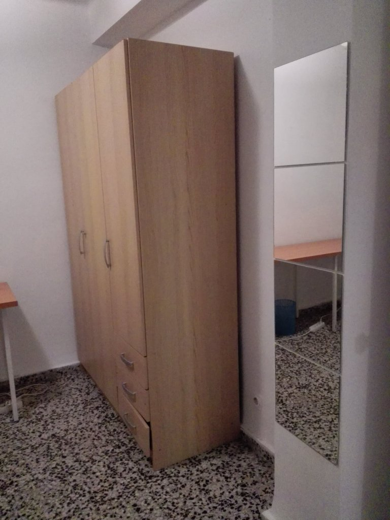 Furnished room in 4-bedroom apartment in Camins al Grau