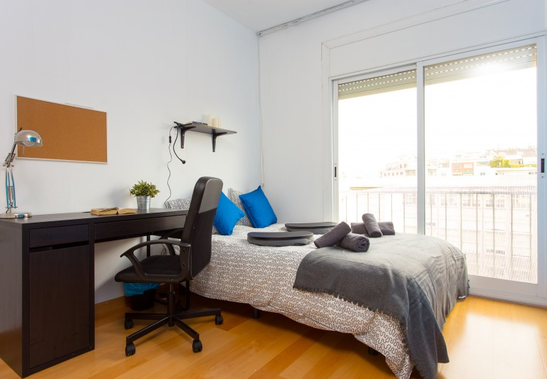 Rent a room in shared apartment in Eixample, Barcelona