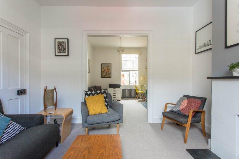 Rodzinny apartament z 3 sypialniami do wynajęcia w Bow w Londynie