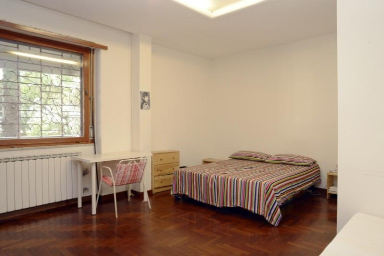 Przestronny pokój w apartamencie z 4 sypialniami w EUR, Rzym