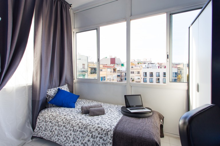 Private room in shared apartment in Eixample, Barcelona