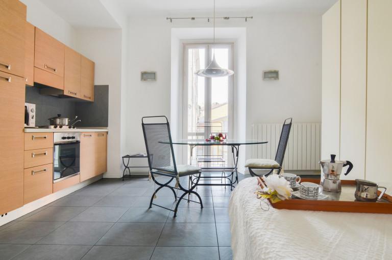 Fornito monolocale con AC in affitto - Navigli, Milano