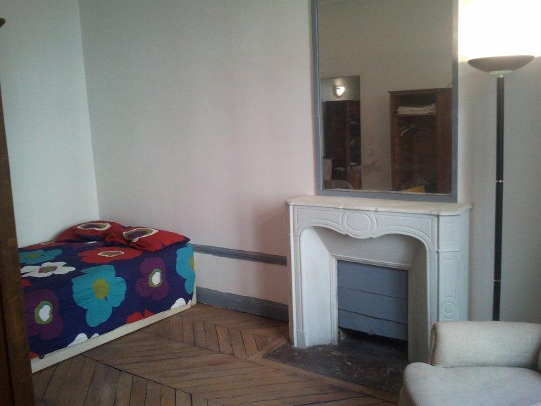 Camera in appartamento condiviso a Parigi