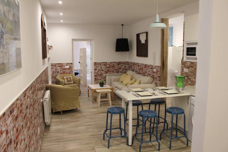 5-pokojowe mieszkanie w modnej Malasaña