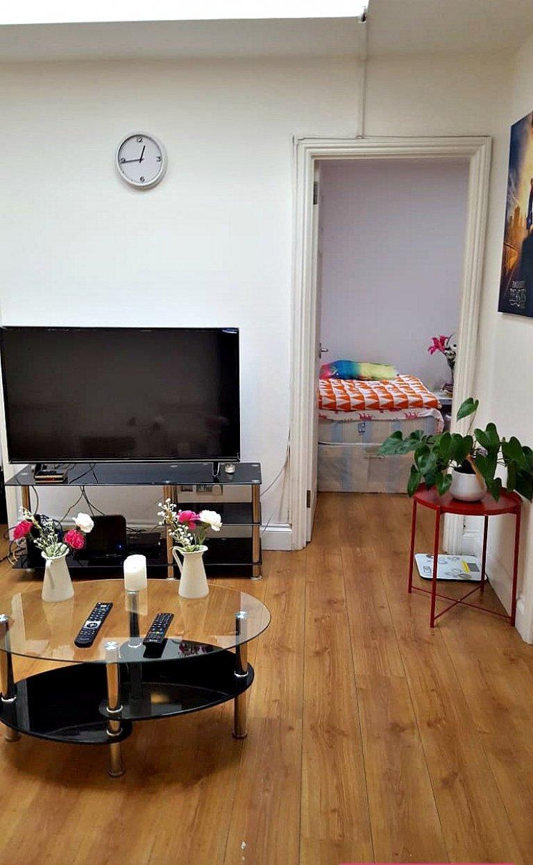 3-bedroom flat to rent in Cricklewood, London