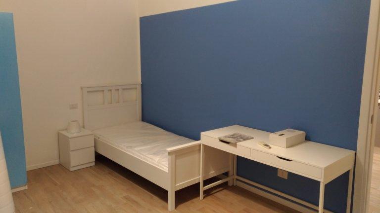 Camas en alquiler en un apartamento de 2 dormitorios en San Giovanni, Milán