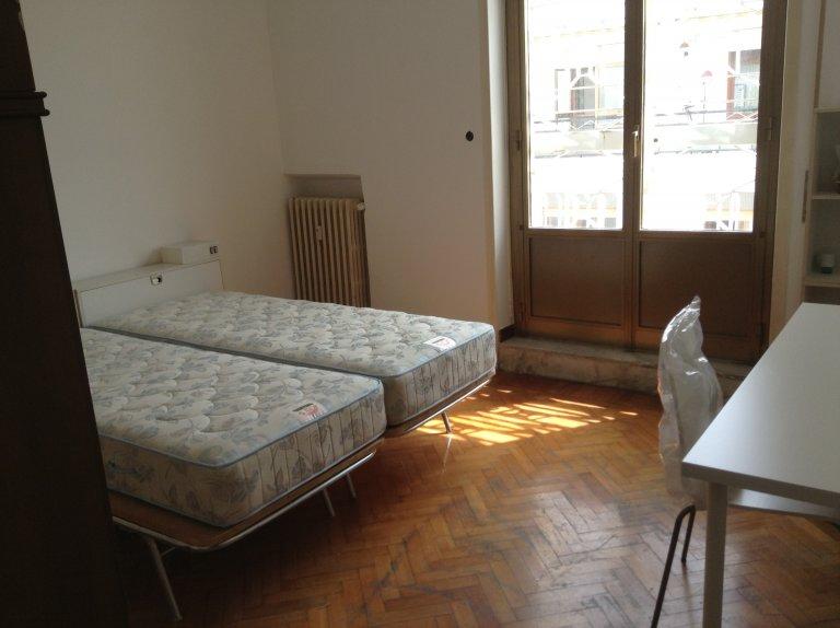 Chambre confortable à louer dans un appartement de 4 chambres à coucher, Trieste, Rome