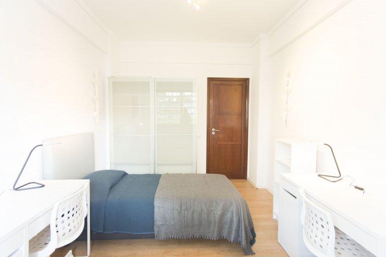 Łóżka do wynajęcia w pokoju wieloosobowym, apartament z 5 sypialniami