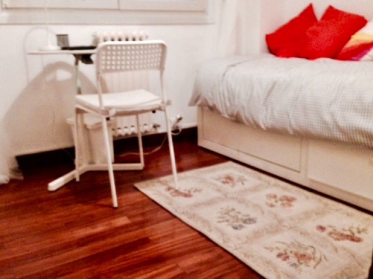 Single Bed in Rooms for rent in a spacious 4-bedroom apartment in Abando