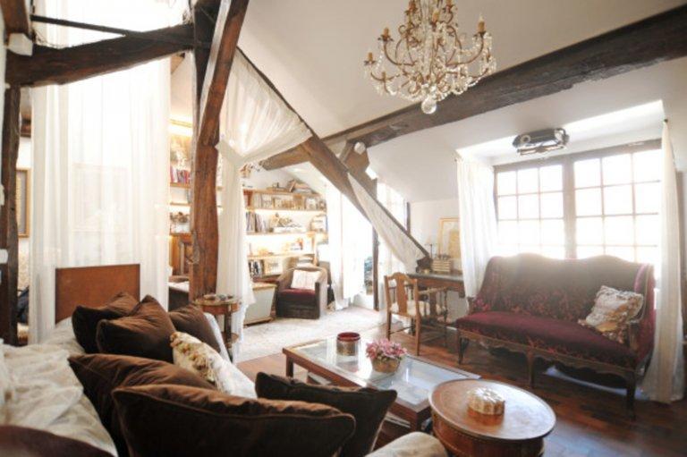 Classic 1-bedroom apartment for rent in 4th arrondissement