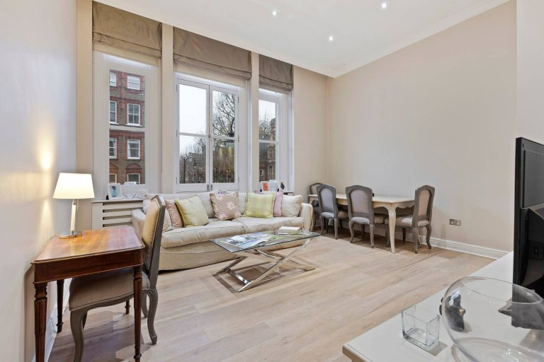 2-bedroom flat to rent in Kensington & Chelsea, London